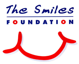 Smiles Foundation - Best - - 5cm 2